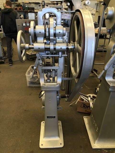 Maquina Compressora de Monopunção Neuberger Media Central - 4