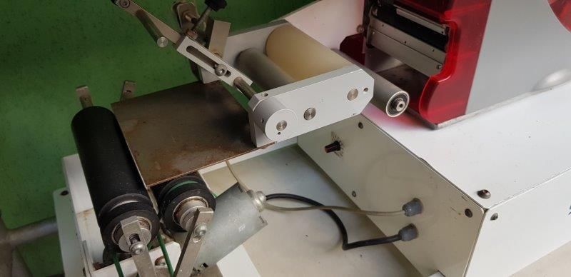 Rotuladora de bancada auto adesiva - 2