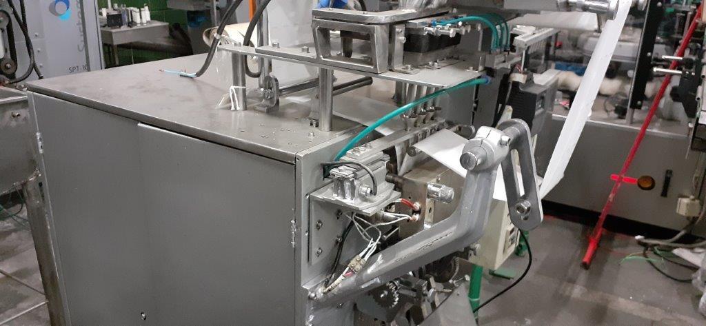 Envasadora  linear de 7 pistões para liquidos.
